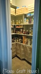 {Texas Craft House} Messy pantry turned organized pantry with this easy makeover