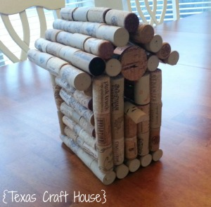 {Texas Craft House} Still saving all those wine corks but don't know what to do with them? Try a fun wine cork birdhouse!