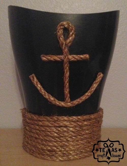 {Texas Craft House} Here's a simple DIY to refresh your bathroom trash can with a nautical theme.