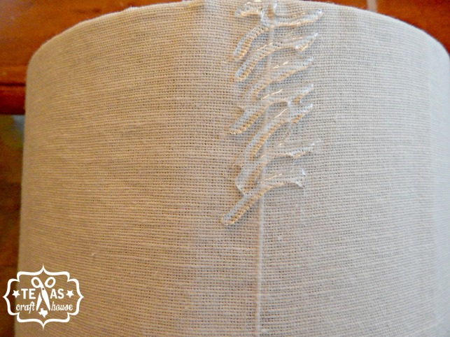 {Texas Craft House} Give an old lampshade a new makeover with this great DIY no sew ruffle look using fabric