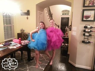 {Texas Craft House} Easy no-sew best friends couple loofah halloween costume