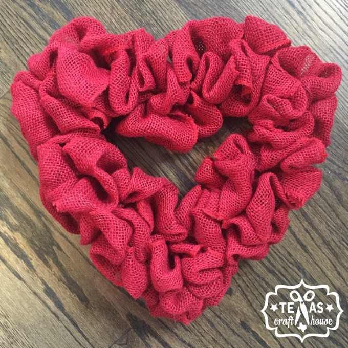 {Texas Craft House} Valentine's Burlap Heart Wreath